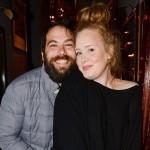 Adele wygrała z paparazzi.